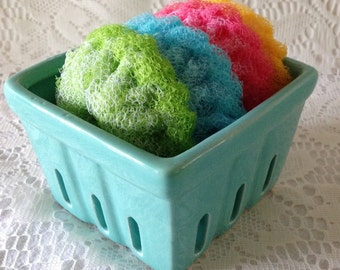 Nylon Net Pot Scrubber Dish scrubber, 4 Mini Scrubbies, In Ceramic Berry Basket // Safe on Teflon - Gift For Her