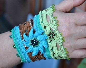 Crochet cuff, beadwork bracelet, turquoise wristband, beaded bracelet, crochet jewelry, boho chic bracelet, textile bijoux, flower bracelet