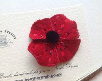 Poppy brooch/pin in pure wool. 8cm wide.