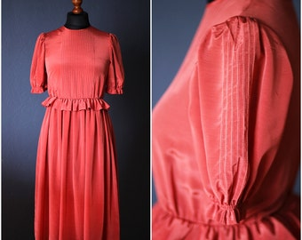 Vintage Exclusive designed Peach-colored dress with frills by Shirley Jones  / Size S / 60s