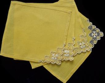 Small vintage tablecloth/napkin,  set of four