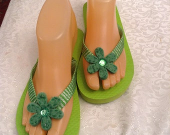 Women's  Small Green Ribbon Flip Flop Size 5-6