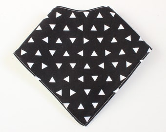baby bandana bib - triangles on black