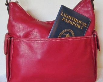 Shoulder Bag by Worthington:genuine leather in cordovan red,a great travel piece.In great condition for it's vintage age.Classy looking gift