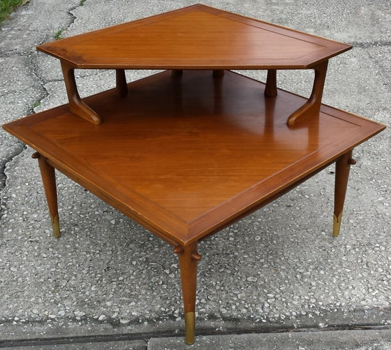 items similar to mid century lane two tier corner square side table with brass feet on etsy. Black Bedroom Furniture Sets. Home Design Ideas