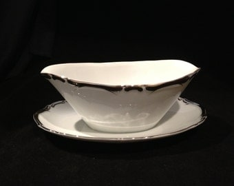 Harmony House Starlight Gravy Boat with Attached Underplate, Platinum Scrolls on White