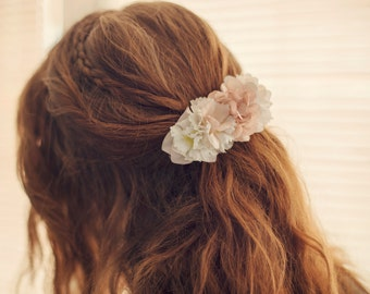 beige and white hairclip with flowers, hair accessory, bridal hairpiece, chic fabric flower hairclip, gift for a girl, pale pink hairclip