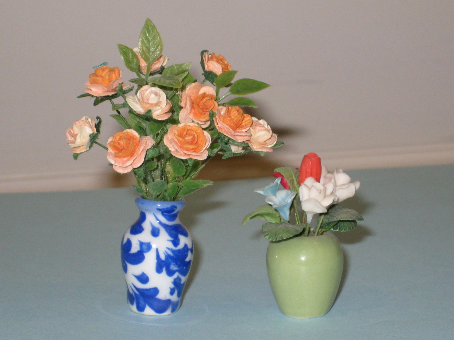 Dollhouse miniature rose flower arrangement in vase set of for Small rose flower arrangement