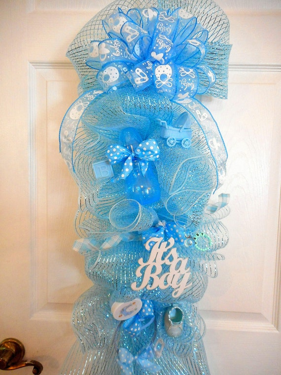 Baby boy deco mesh wreaths it 39 s a boy by mimissparkleddesigns for Baby welcome home decoration
