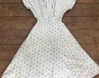 Vintage 1950s White & Blue Cotton Day Dress / Wrap Dress / Shirtwaist / Full Skirt / Size L