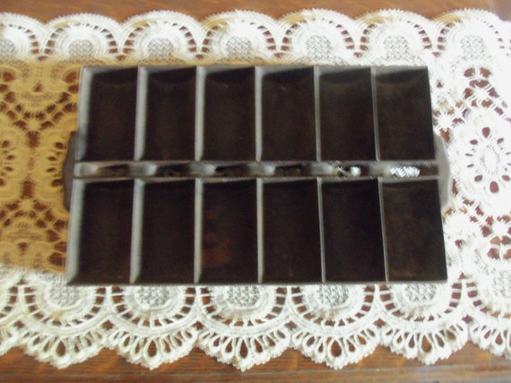 Vintage Cast Iron Cornbread Muffin French Roll Pan 12 Cups