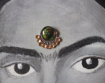 Green and champagne glass bindi