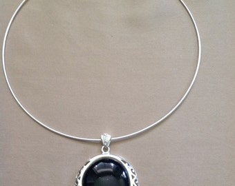 Necklace hoop pendant