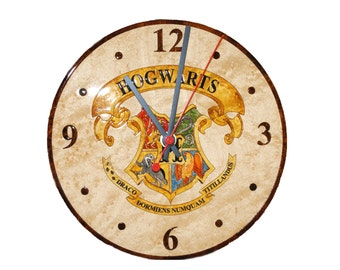 Wall clock with Hogwarts School coat of arms