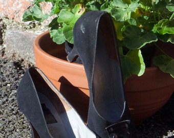 Black suede 1950s court shoes. UK5