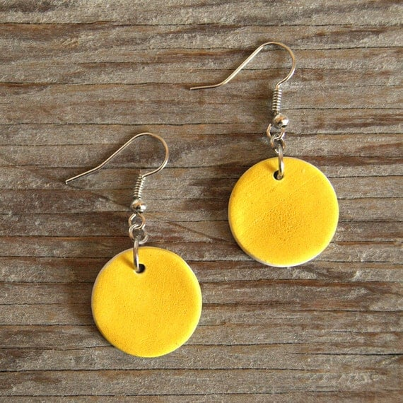 MEDIUM Round semi porcelain drop earrings with lemon matte glaze