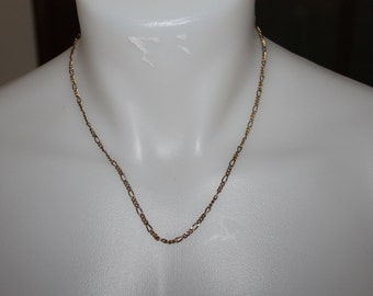Lovely Vintage Necklace, Vintage Jewelry, Fashionable, Gold or Gold Plated Chain, Nice Length, Fantastic Vintage Condition, 18 Inches Long,