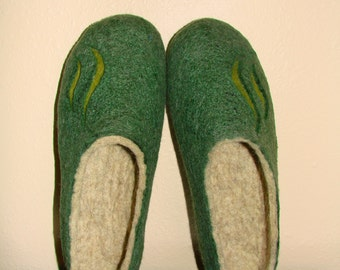 Green fleted slippers for men