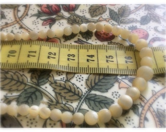 Vintage mother of pearl beads necklace