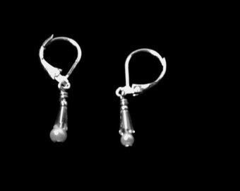 Small pearl and crystal earring