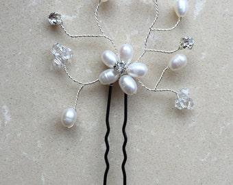 Pearl Flower Bridal Comb, Hannah Bridal Hair Comb, Bridal hair comb, Wedding hair accessories, Bridal Headpieces, Rhinestone hair comb