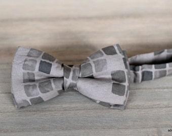 Bow 39. Cuadros grises/ Grey squares/ Cadres gris. Handmade bowtie made with high quality printed fabric.