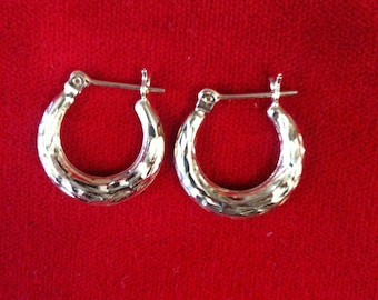 14 k Yellow Gold Hoops Earrings,1.1 gm.