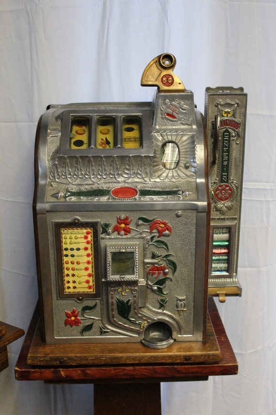 1929 MILLS NOVELTY 5 Cent Slot Machine Poinsettia by ...