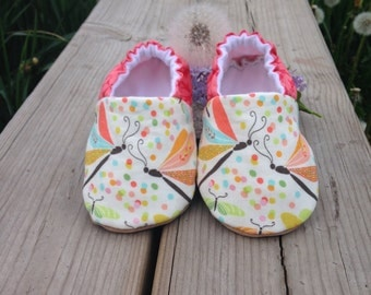 Baby Gift, Dragonflies, New Baby, Soft Soled Shoes, Toddler Slippers, Girl Birthday, Moccasins