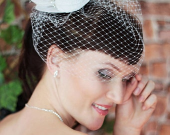 White Mini Top Hat  - Wedding Top Hat -Tea Party Hat - Wedding Fascinator -Bride Mini Top Hat -Ivory Bridal Head Piece -Small top Hat