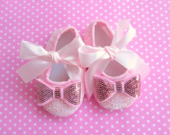 Newborn girl shoes, newborn baby girl shoes with bows, baby girl shoes and matching headband , newborn girl shoes, newborn ballerina shoes