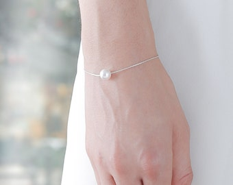 White Silver Pearl Bracelet - White Pearl Bracelet - Floating Pearl - Bridesmaid Pearl Bracelet - Single Pearl Bracelet - Simple Pearl Gift