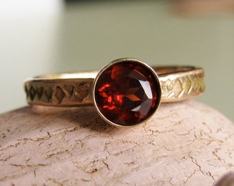 Gemstone ring Patterened gold band - Heirloom