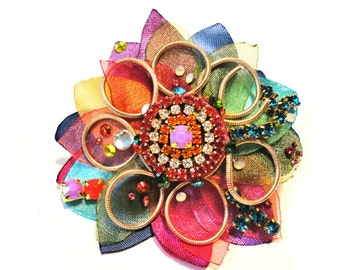 """The """"Floral chic"""" collection, Cocktail ring, """"Rainbow"""" color, Couture jewelry by Monikque, Golden lime green"""
