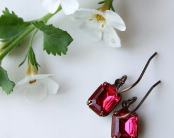 Pink Summer Rhinestone Earrings / Pink Petites Vintage Jewelry / Dark Rose Dainty Pink Rhinestone Earrings
