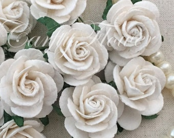 25 White Small Mulberry Paper Flowers for Baskets Scrapbooks Wedding Faux Cupcake Cards Dolls Crafts Roses 15/zR6