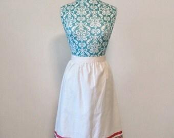 vintage womens skirt // white preppy ribbon trim skirt // 1980s 80s union label
