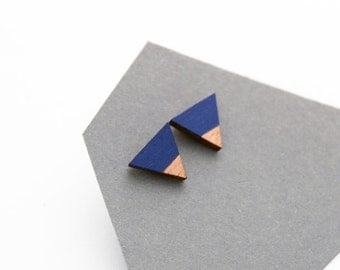Triangle geomeric stud earrings - dark blue, natural wood - minimalist, modern hand painted wooden jewelry