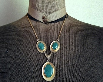Vintage Green Glass Cabochon Necklace Gold Tone Metal