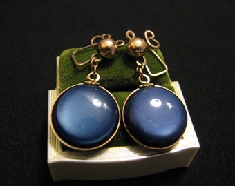 Antique Gold Plated Metallic Cobalt Blue Thermoset Moonglow Lucite Circle Dangle Clip Earrings