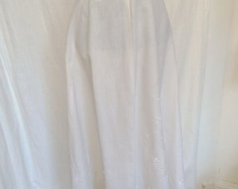 Vintage Victorian White Linen Skirt with Gorgeous Floral Embroidery Size 8