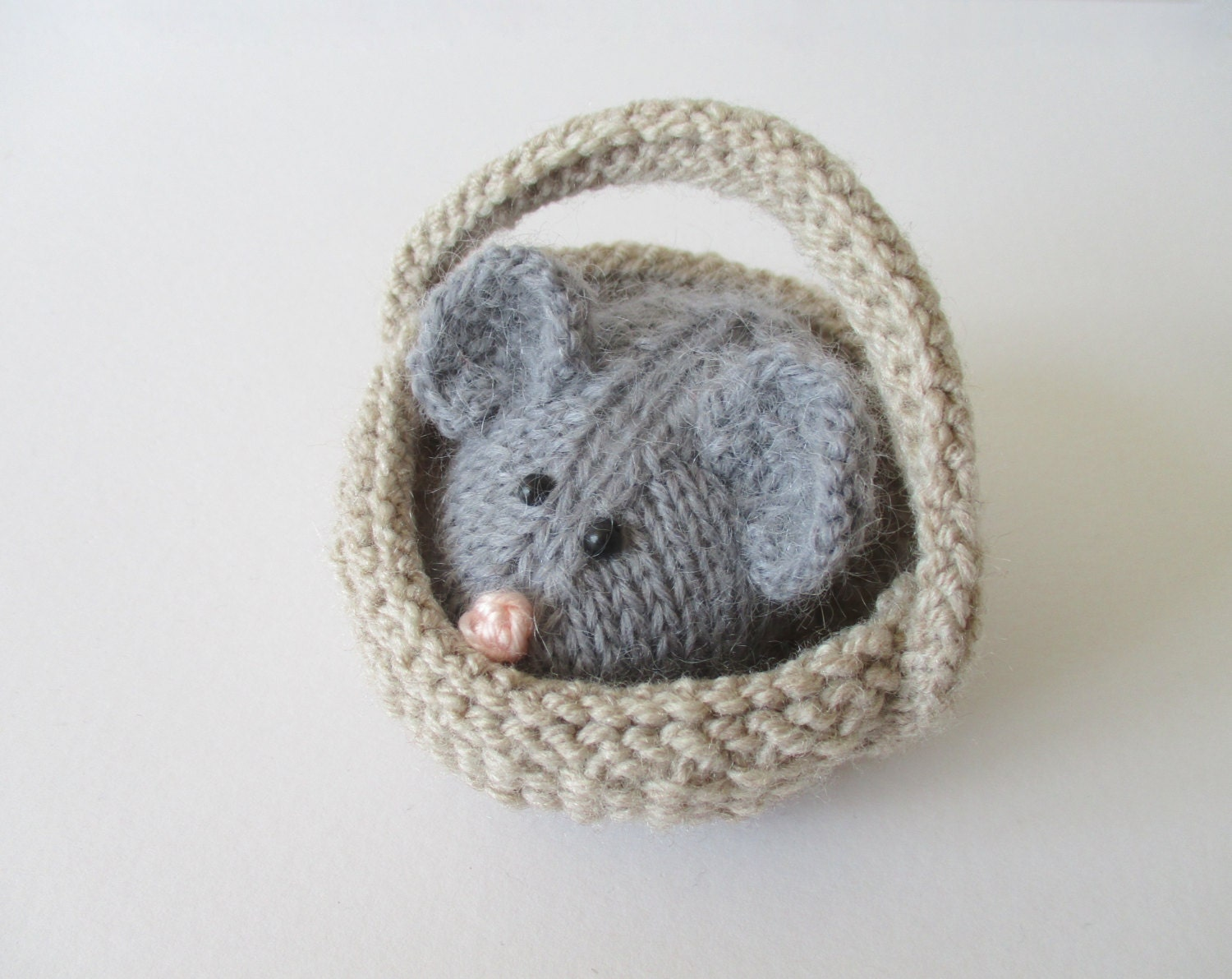 Squeaky Mouse in a Basket toy knitting patterns by ...