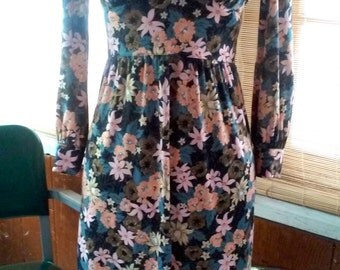 70s Does the 40s FLOWER DRESS--Nylon Jersey--Size 6