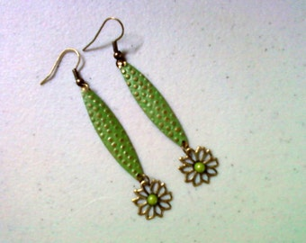 Green Flower Drop Earrings (1371)