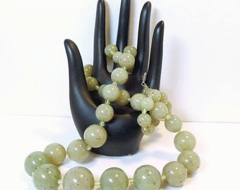 Ben Amun Pear Green Vintage Necklace - Art Glass Style Acrylic Beads - Graduating Beaded Fashion