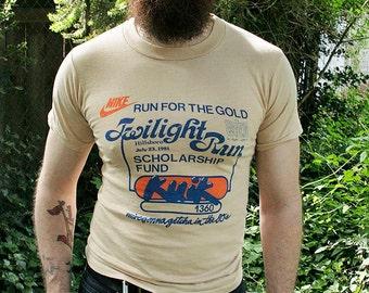1980's NIKE - 1981 Twilight Run - RARE orange swoosh era collector running marathon unisex 50/50 t-shirt - men's sz S/M