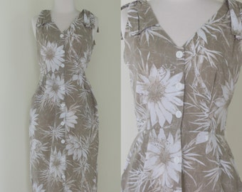 1970s two tone botanical sundress / vintage button front dress with sage green and white floral print