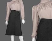 70s Prairie Blouse / 1970s High Collar Secretary Blouse / Beige Brown Jacquard Blouse / Size  S  M