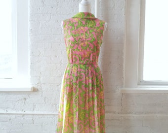 1960s Floral Fit and Flare Dress 60s Vintage Paisley Pink Green Psychedelic Mod Full Pleated Skirt Scroll Swirl Small Garden Party Dress