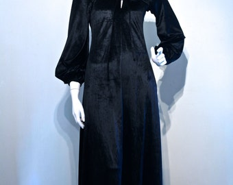 Vintage 1960s 1970s GOTHIC WICCAN Biba Style Velvet Maxi Dress // Poet Balloon Sleeves // Keyhole Front